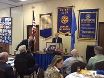 Inhofe spoke at the Duncan Rotary Lunch and answered constituent's questions.